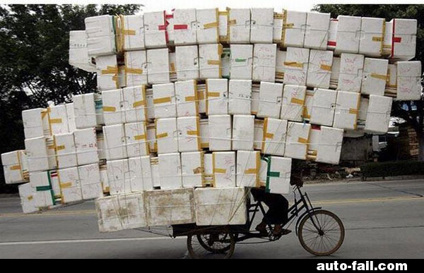 bike-loaded-with-too-many-boxes